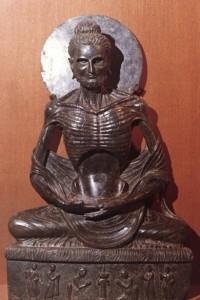 12.Bouddha ascète.Gandhara.IIe-IIIe s.Musée de lahore