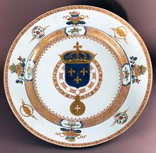 3.Plat aux armes de France (Louis XV) - Porcelaine, Chine, Jingdezhen, vers 1730 © G. Boudic - Musée de la Compagnie des Indes - Ville de Lorient