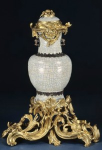 7.2 Perfume Fountain. Porcelain.China, beginning of the Qianlong period (1736-1795) .Golden bronze.Paris, to 1743 © RMN- GP (Palace of Versailles) - Daniel Arnaudet